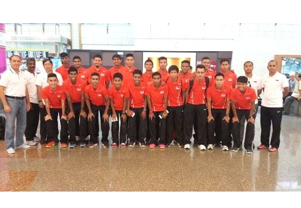 The Singapore U21s at Changi Airport before their departure to Vietnam (Photo: FAS)