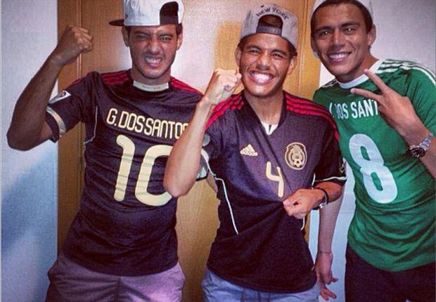 Carlos Vela, Héctor Moreno y Jonathan Dos Santos, juntos viendo el México-Panamá