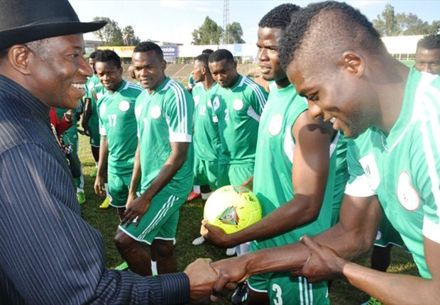 President Goodluck Jonathan greets Nigerian players in Addis Ababa