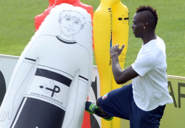 Cannavaro warns Balotelli