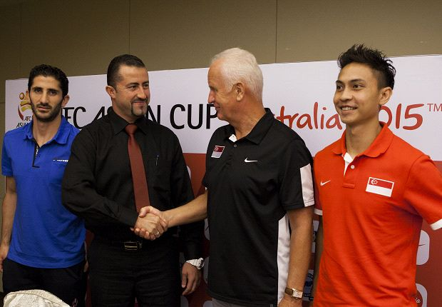 The Singapore coach exhanges a handshake with Syria counterpart Anas Makhlouf (Photo: FAS)