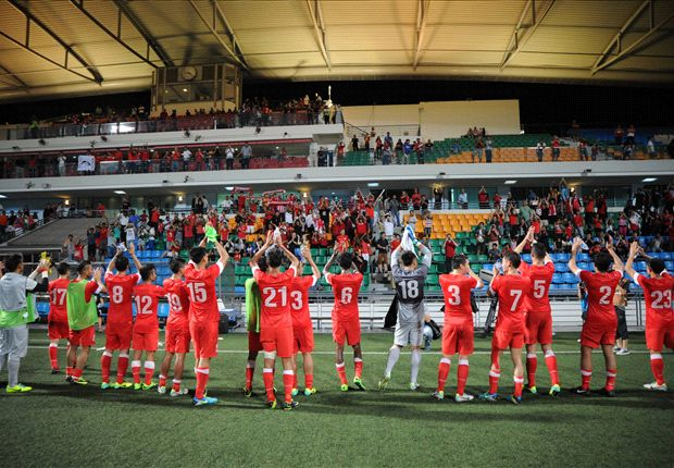 Singapore thank the attending fans following the win (Photo: FAS)