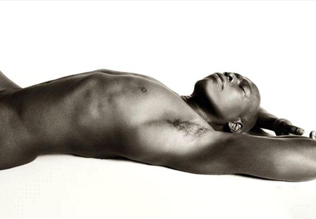 El Tino Asprilla ya tuvo una experiencia posando desnudo para la Revista Soho.