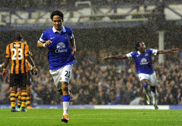 Everton 2-1 Hull City: Substitute Pienaar wins it