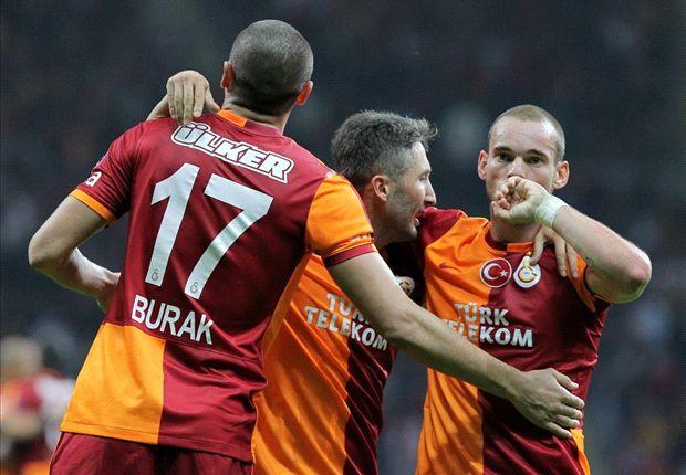 Wesley Sneijder scoort twee keer
