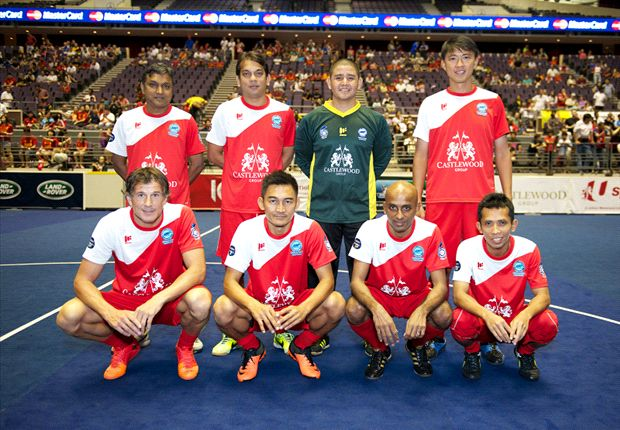 Duric (bottom left) making his Masters debut for the Singapore Legends.