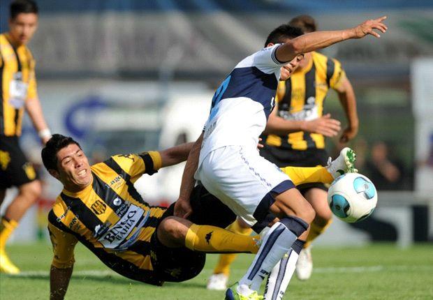 Una postal del partido: en La Plata se jugó poco y se hicieron muchos goles.