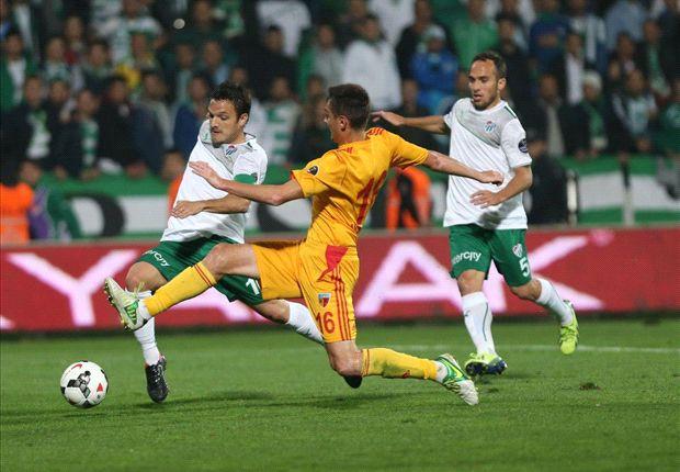 Bursaspor, mit Trainer Christoph Daum, fahren den dritten Ligasieg ein