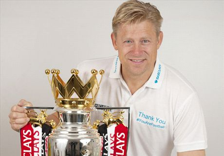 Manchester United fans will be happy with Moyes ... as long as he delivers top four - Schmeichel