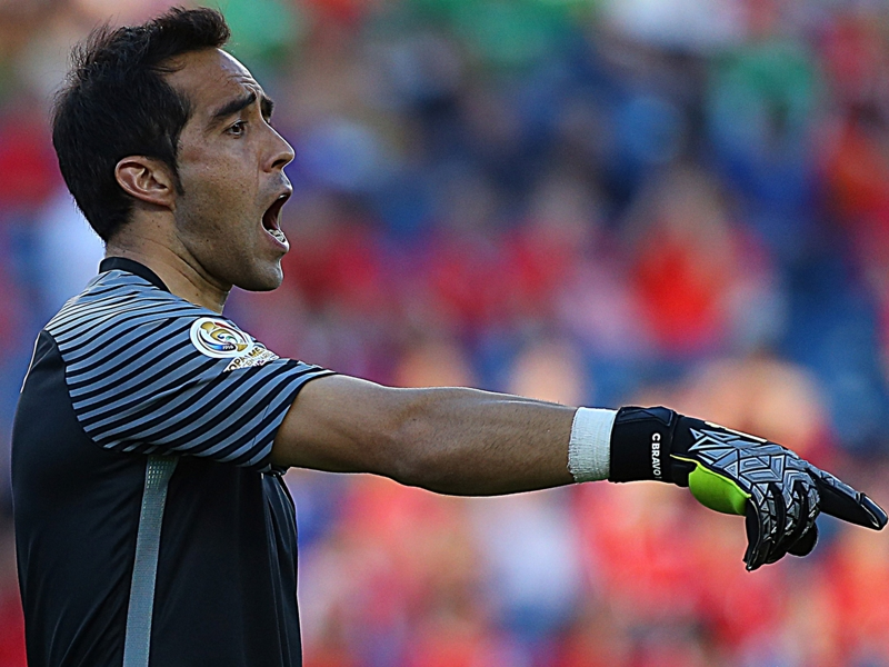 Manchester City's Bravo taken off with knee injury in Chile clash