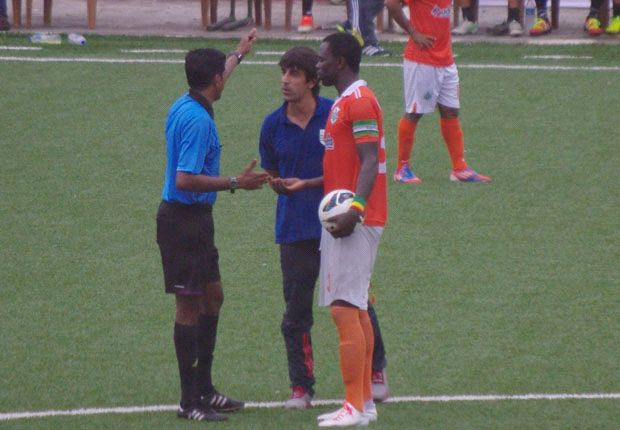 Referee Santhosh Kumar gesturing Bruzon to return to the bench