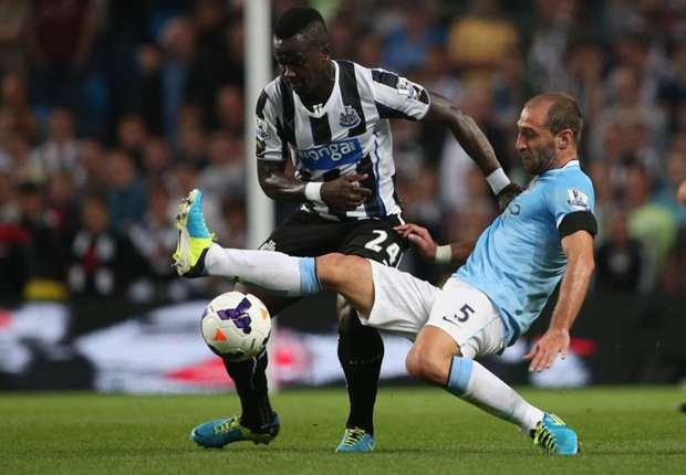 Newcastle United's Cheick Tiote and Manchester City's Pablo Zabaleta