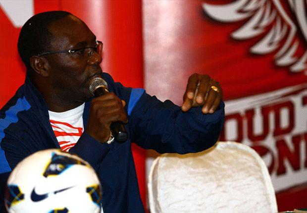 Jacksen F Tiago dalam saat memberikan penjelasan dalam sesi jumpa pers jelang lawan Kirgizstan di Hotel Sultan, Jakarta, Kamis (31/10).