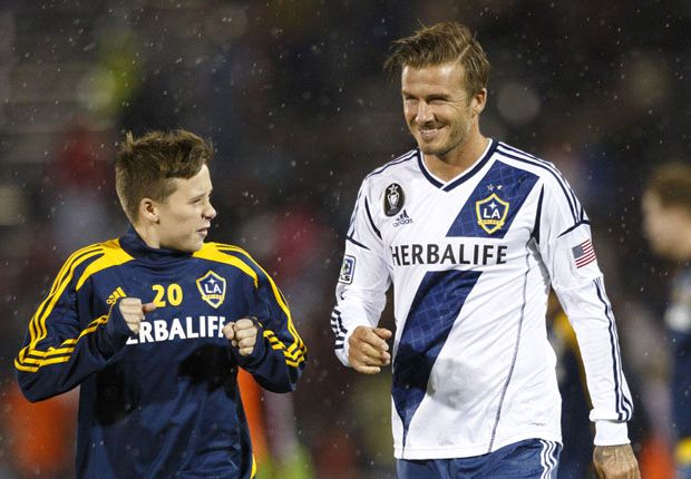 Brooklyn Beckham undergoes Manchester United trial