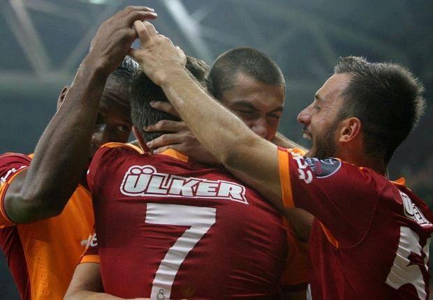 Didier Drogba und Burak Yilmaz jubeln