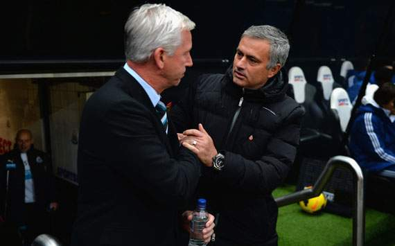 Alan Pardew Jose Mourinho Newcastle United v Chelsea English Premier League