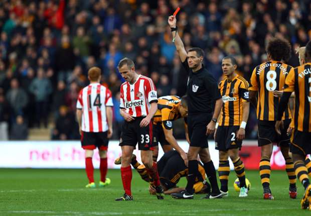 Sunderland manager Poyet slams decision to send off Cattermole