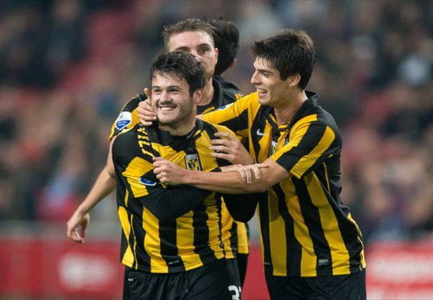 Vitesse en Utrecht strijden, maar herdenken samen