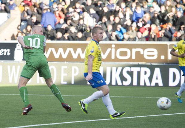 Lex Immers scoort de 0-1 op aangeven van Jean-Paul Boëtius