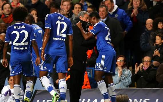 Samuel Eto'o; Jose Mourinho Chelsea v FC Schalke 04 - UEFA Champions League 11062013
