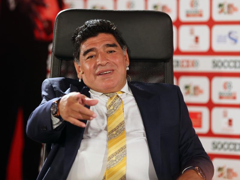 """Maradona è un fiume in piena: """"Totti è eterno, Berlusconi mi voleva al Milan"""""""