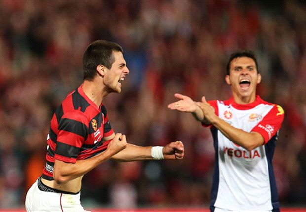 Isaias Sanchez appeals against Tomi Juric's goal