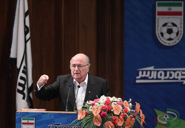 بلاتر: ایران می تواند میزبان برخی بازیهای جام جهانی 2022 باشد