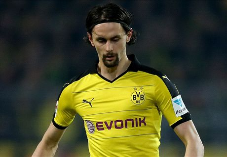 Subotic announces Dortmund departure
