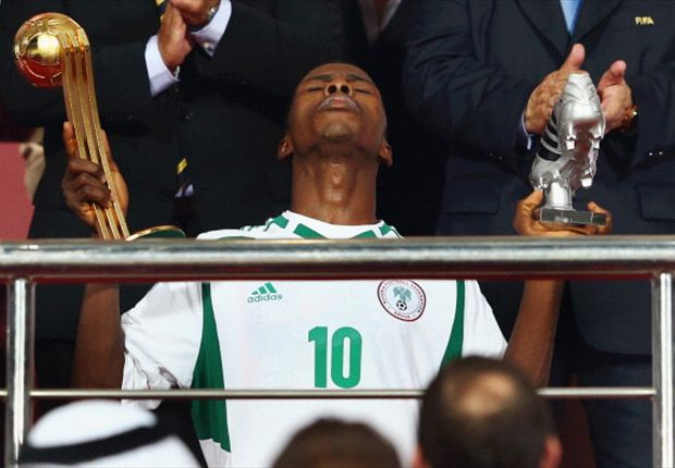 Kelechi Iheanacho kneels with the Golden Ball and Silver Shoe