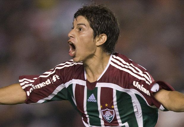 Conca playing for Fluminense in 2008