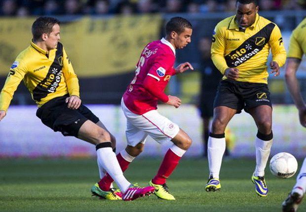 PSV'er Adam Maher in duel met Mats Seuntjens van NAC Breda