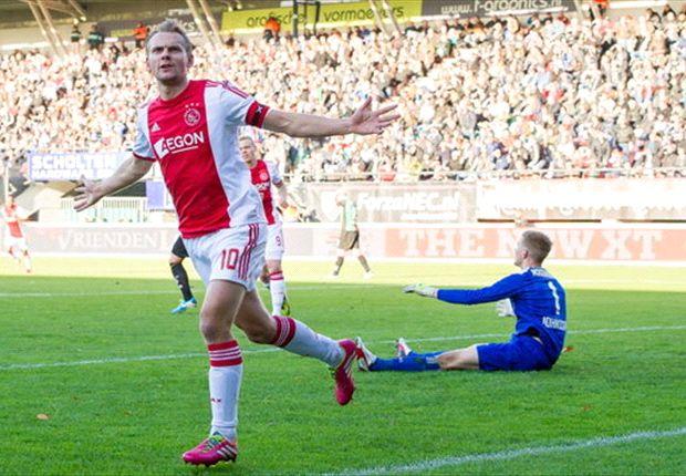 Siem de Jong scoorde twee keer tegen NEC