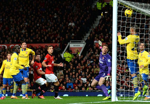 Manchester United 1-0 Arsenal: Van Persie on target as champions close gap on title-chasers
