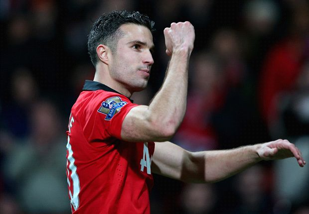 Van Persie has a chance of facing Everton, says Moyes