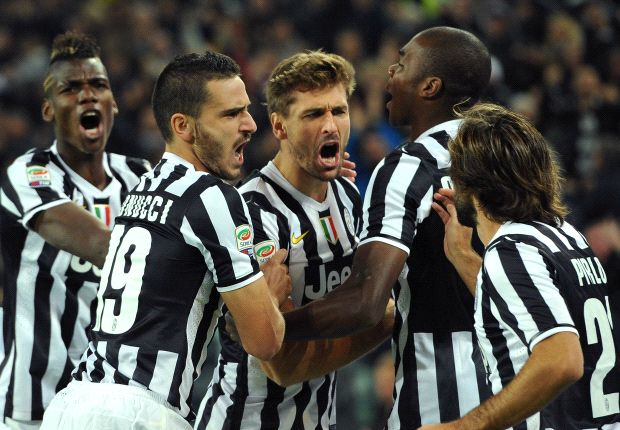Juventus 3-0 Napoli: Bianconeri narrow gap on Roma