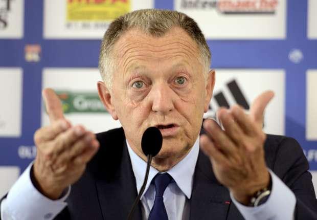 Ruffier hit me, claims Lyon president Aulas
