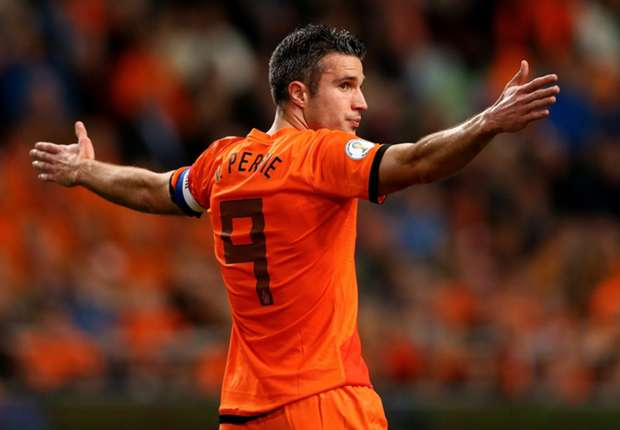 Van Persie not fit, says Van Gaal