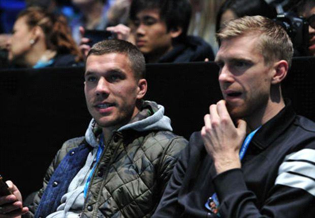 Lukas Podolski mit Per Mertesacker bei der ATP-WM