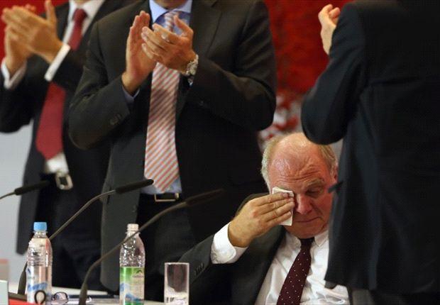Ein sehr emotionaler Uli Hoeneß auf der Jahreshauptversammlung des FC Bayern