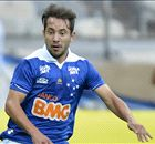 Everton Ribeiro na mira do United