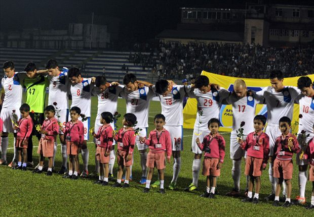 Philippines footballers pay homage for the victims of Typhoon Haiyan.