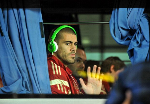 Barcelona handed Valdes injury blow