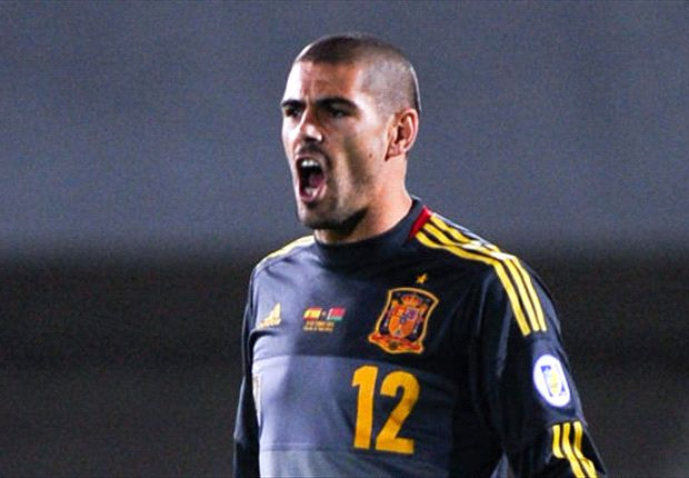 Barcelona confirm Valdes out until 2014