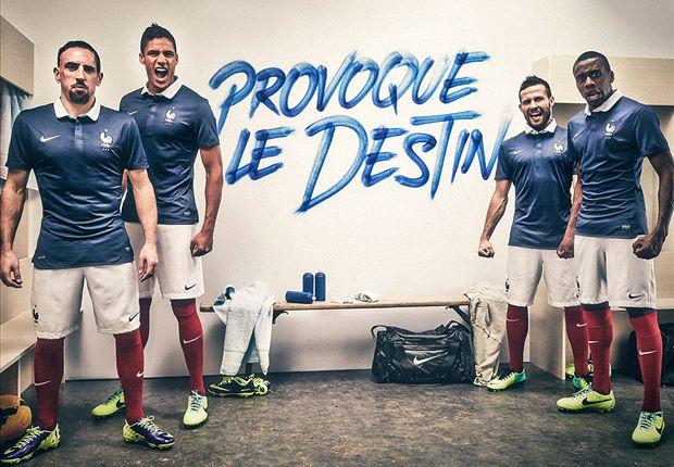 Algunos jugadores en la presentación de la camiseta