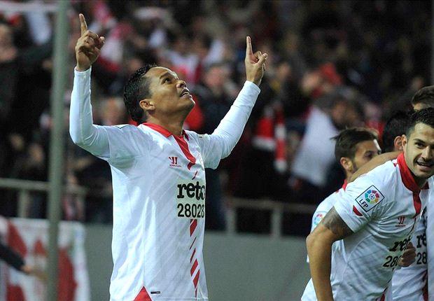 Bacca celebra un tanto con el Sevilla