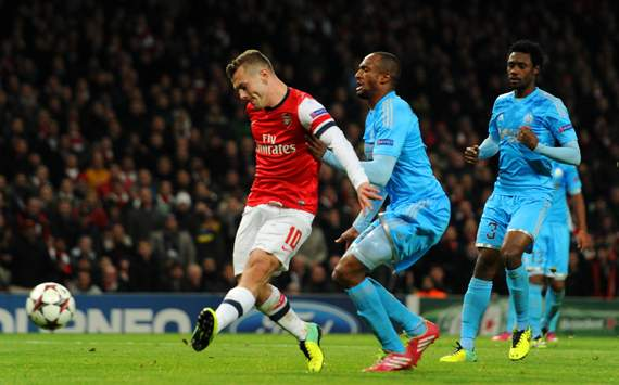 Wilshere edges Arsenal towards last 16