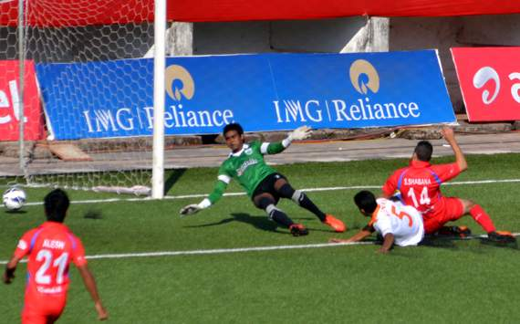 Churchill edge thrilling Goan derby