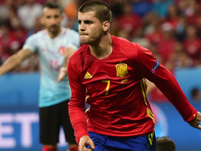 Morata ha imparato da Buffon: che parate con la Spagna!