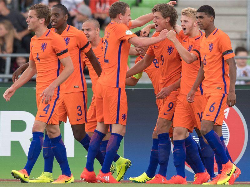 Opstelling Oranje O19 voor duel met Frankrijk
