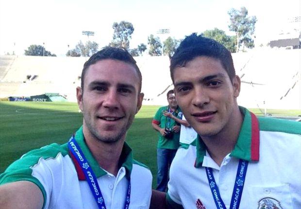 Raúl Jiménez y Miguel Layún en la mira del Cardiff City